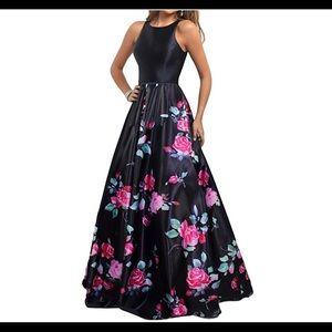 Dresses & Skirts - 🆕Long Sleeveless Open Back Print Formal Ball Gown